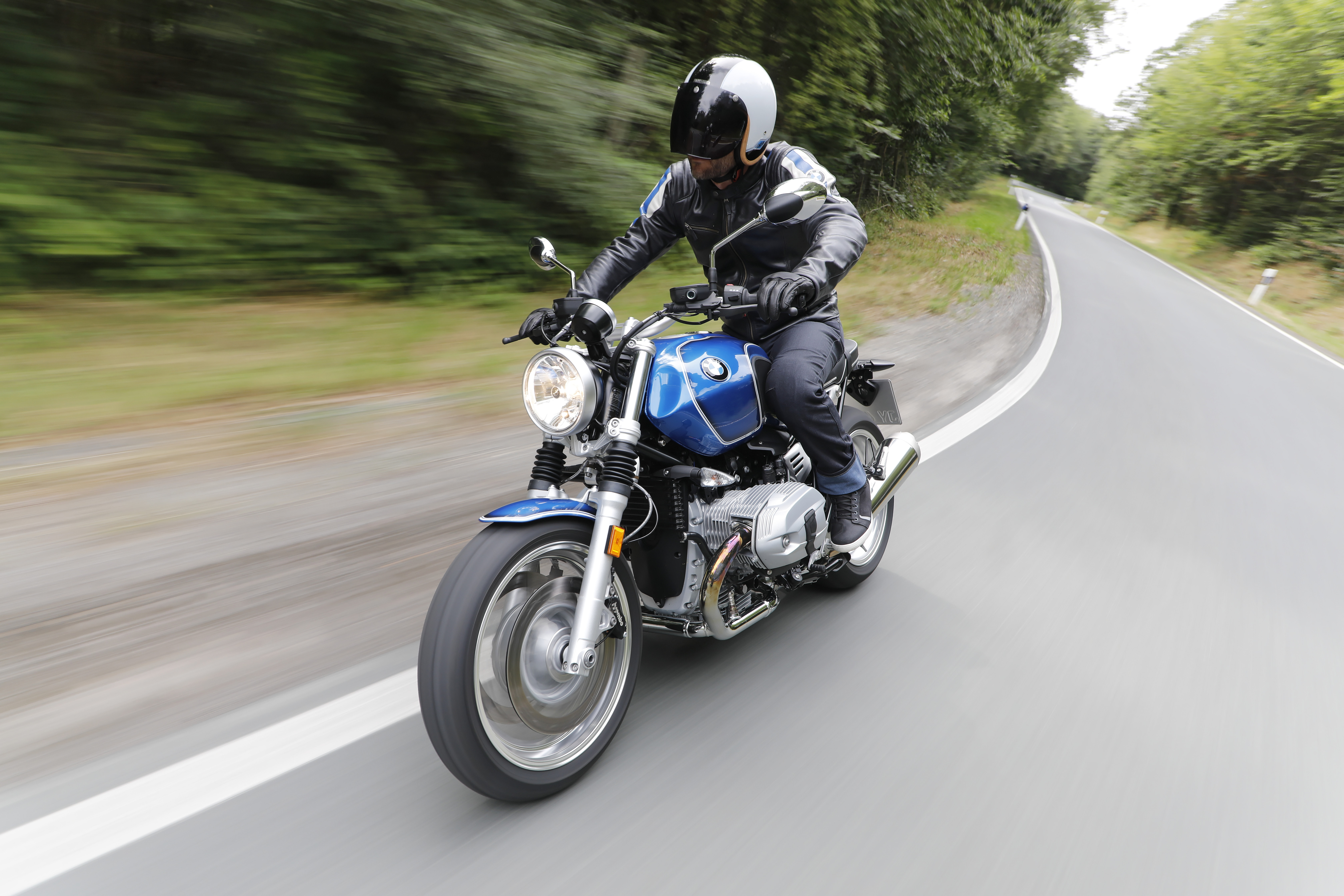 2019 BMW R nineT /5 Front View Riding Exterior